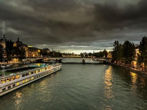 En traversant la Seine
