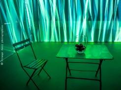 Installation de Leigh Sachwitz le thème présente une maison comme un sanctuaire pour se protéger des forces de la nature…