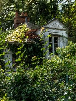 Maison de gardien laissée à l'abandon